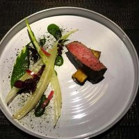 wagyu with potato onion and lettuces