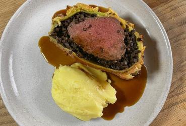 We try out Gordon Ramsay's Beef Wellington meal kit
