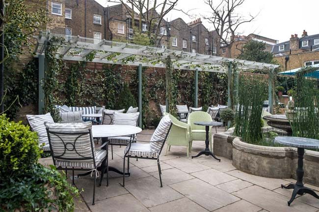 Alfresco dining for Chelsea - Test Driving Ivy Chelsea Garden