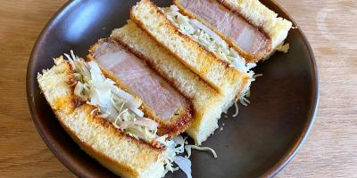 Trying out TOU's Iberian Katsu Sando DIY kit